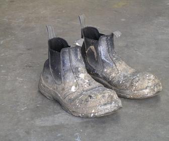 znaczenie snu Brudne buty